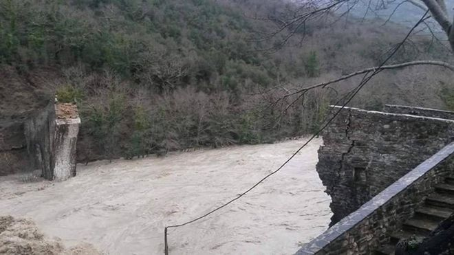 Σε κατάσταση συναγερμού η χώρα. Κατολισθήσεις, κομμένοι δρόμοι και εκτροπές ποταμών για να μην πλημμυρίσουν σπίτια - NEWS247