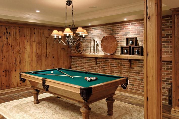 Área de Lazer para adultos: decoração de salão de jogos com mesa de bilhar