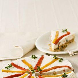 Una gustosa torta salata, ispirata al dolce tipico della tradizione americana, con peperoni e formaggio, aromatizzata al timo