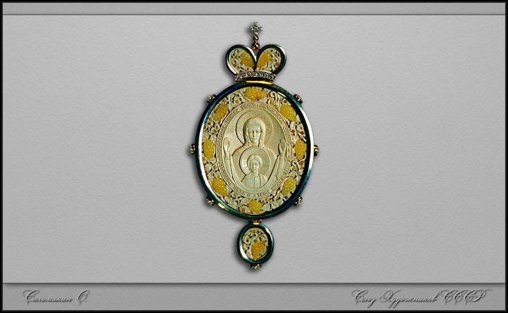 резная кость - панагия *Знамение*  бивень мамонта, янтарь, золото, брюлики... размер примерно 1в1 Саломакин О.