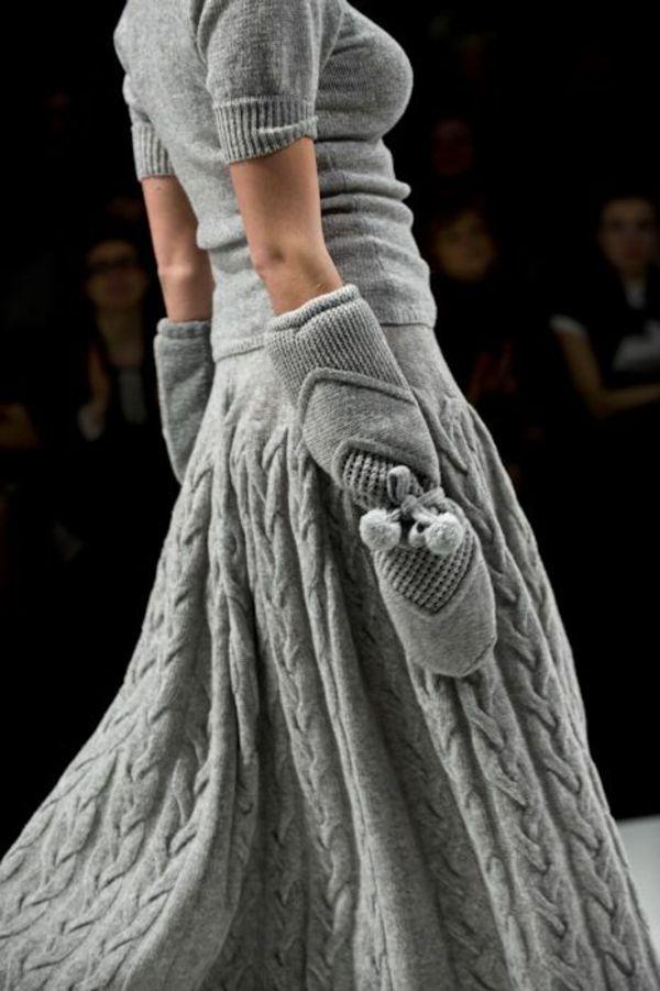 strickmode winterrock bluse handschuehe grau