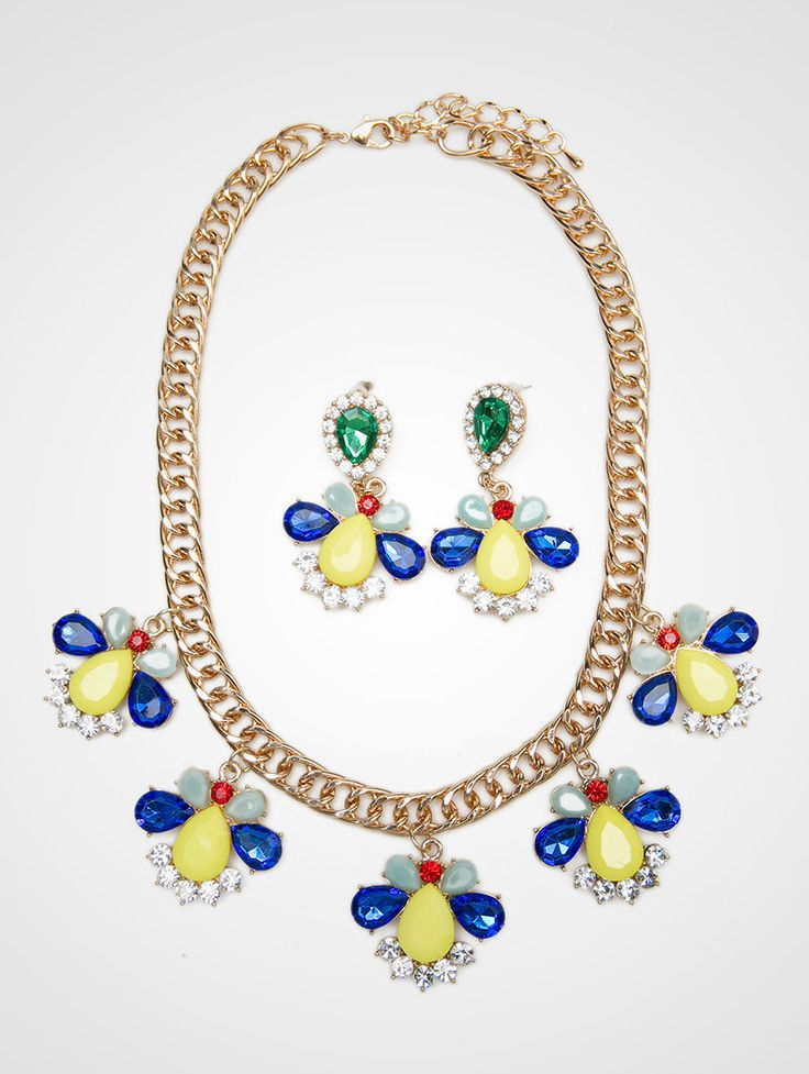 Harga murah meriah, dapet kalung + anting cantik bangett gilee.. Marlow Necklace Set. A glamour golden chain, with blue , red, green, yellow and white, stones on it. This marlow set is really a perfect pair, This marlow set is really perfect for your outfit. You will be the center of attention. http://zocko.it/LDaZG