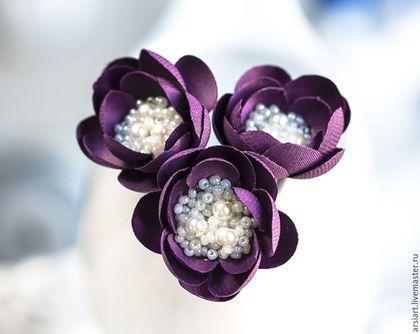 Купить или заказать 715_Фиолетовые шпильки цветы, Шпильки шелковые цветы в интернет-магазине на Ярмарке Мастеров. Фиолетовые шпильки цветы, Шпильки шелковые цветы, Шпильки серебро, Цветы в волосах, Шпильки цветы на праздник, Аксессуары для волос шелк Эти цветы сделаны из шелка и стеклянных бусин в центре. Каждый лепесток вырезан и обработан вручную, при помощи специализированных японских инструментов. **** Цена указана за 1 комплект и включает в себя три цветка.