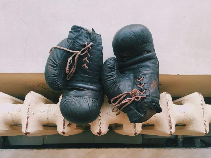 Винтажные боксерские перчатки.