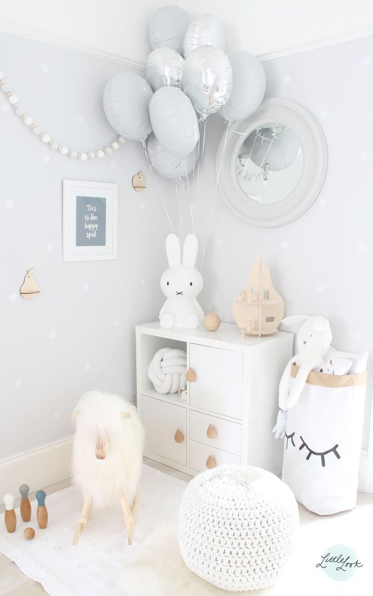 Love this neutral nursery with white, grey and timber colour palette. The cluster of balloons and timber garland are too sweet. See other stylish and functional nurseries on the blog here >>>