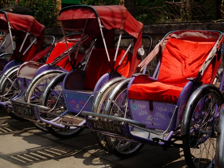 The Hue Cyclo - waiting for customers