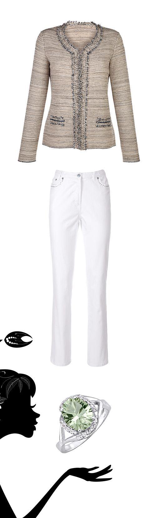 Das Sternzeichen Krebs hat ein stilvolles Händchen: zur modischen, weißen #Hose den klassischen #Bouclé-Blazer und ein Hauch #Eleganz durch den #Statement-Ring.