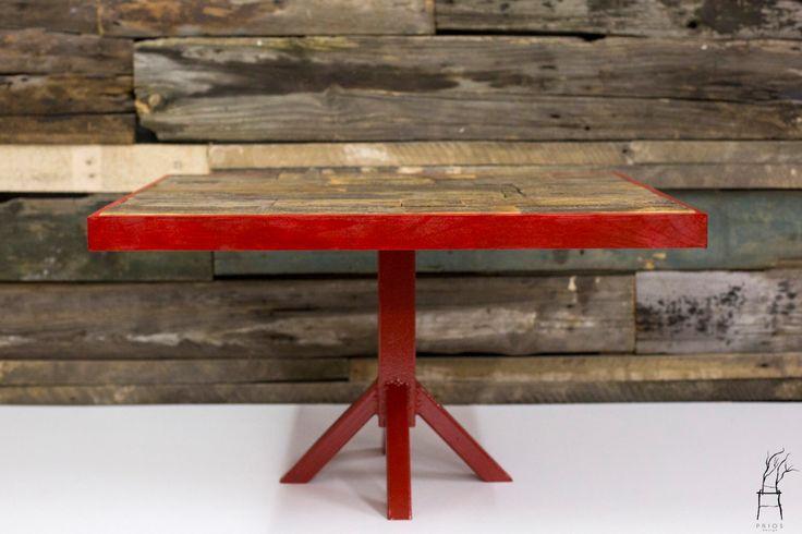 Salontafel gemaakt van geregenereerde houten pallet. Handgemaakte item. door PriosTeam op Etsy https://www.etsy.com/nl/listing/229151006/salontafel-gemaakt-van-geregenereerde