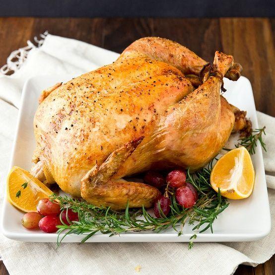 Kerst is één van die feestdagen die draait om eten en gezelligheid, en waar oude tradities de leidraad zijn voor de meeste menu's. Kalkoen is dan de nummer ...