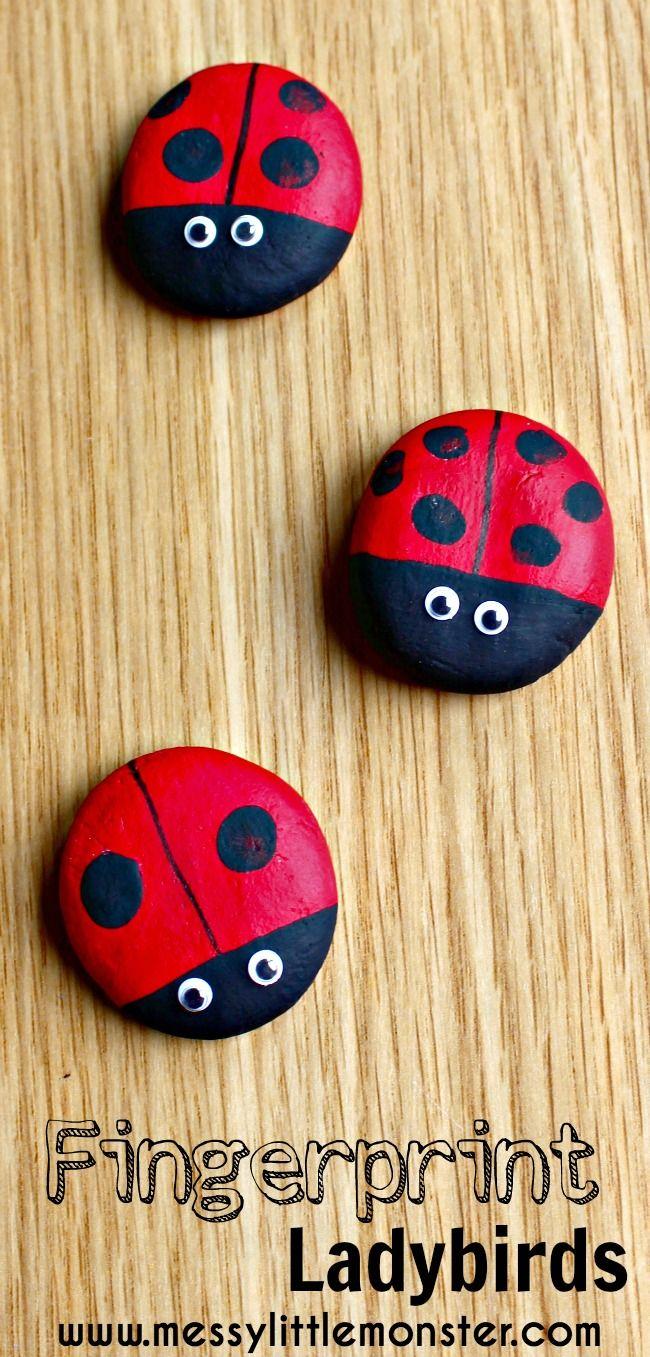 Uistite sa o odtlačkoch prstov lienky pamiatku magnety z jednoduchého soľ cesto recept.  Podáva sa tu domáci darček pre deti, batoľatá a deti v predškolskom veku.  Ideálne pre jar, v lete, chyba projektov.