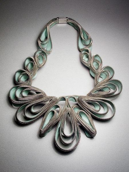 zipper necklace |  naszyjnik z zamków (suggestion for other workshops) www.mart.trento.it/education
