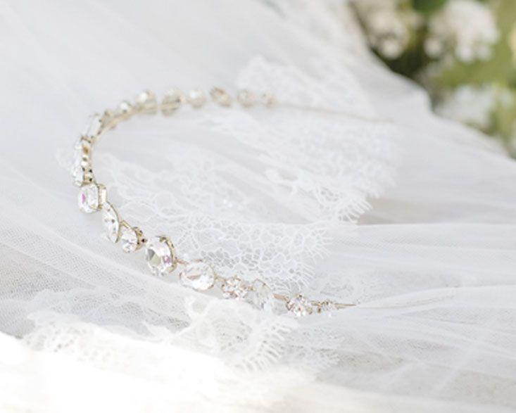 /www.pronovias.com/bridal-accessories