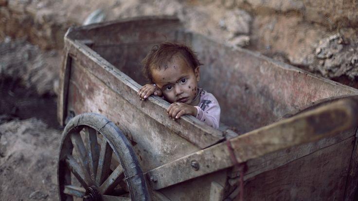 KIBLAT.NET – Kasus kemiskinan ternyata tak hanya memberikan kontribusi dalam bertambahnya angka pengangguran dan kasus kriminal di Indonesia, tetapi juga turut menambah jumlah anak terlantar yang seharusnya dipelihara oleh negara sebagai calon masa depan bangsa. Menteri Sosial Khofifah Indar Parawansa mengatakan, saat ini 4,1 juta anak terlantar di Indonesia. Data KPAI menyebut sekitar 18 ribu …