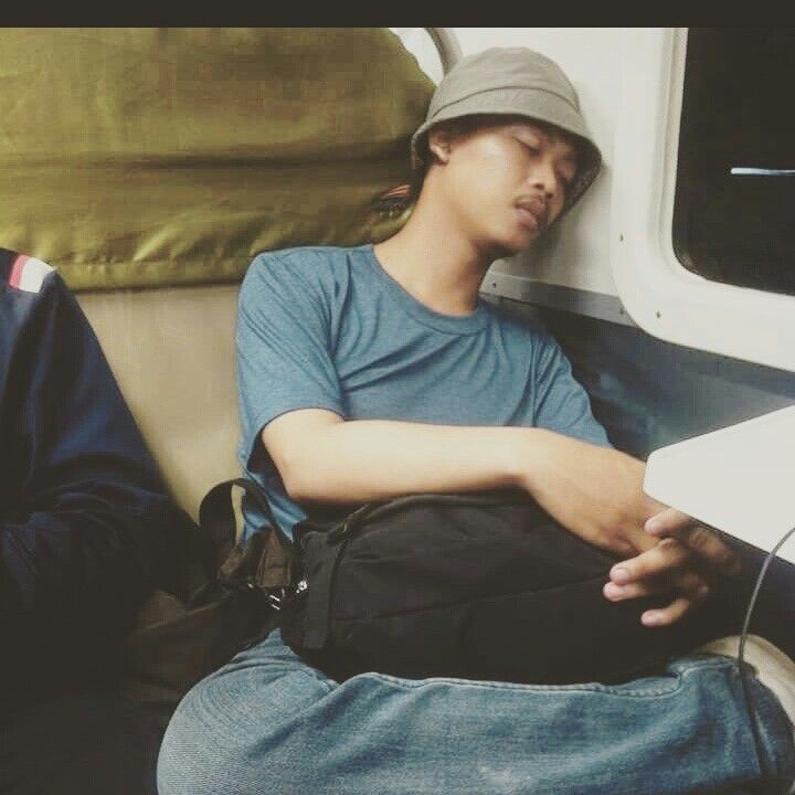 #sleep #train #backpacker