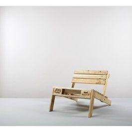 kimidori schenkt der weit gereisten Europalette ein neues Leben. Lounge Chair aus Resten einer ganzen Europalette. Die ausrangierte Palette wurde kraftvoll demontiert, das Holz liebevoll aufgearbeitet und in hochwertiger Tischlerqualität zu einem ganz besonderen Stuhl remontiert. Mit Ölen aus biologischem Anbau behandelt. In drei Farbvarianten: Natur, weiß und grau.Lieferumfang / Hinweise:Lounge Chair demontiert: Das Vorderteil lässt sich aus- und wieder einhängen. Nicht ganz quadratisch –…
