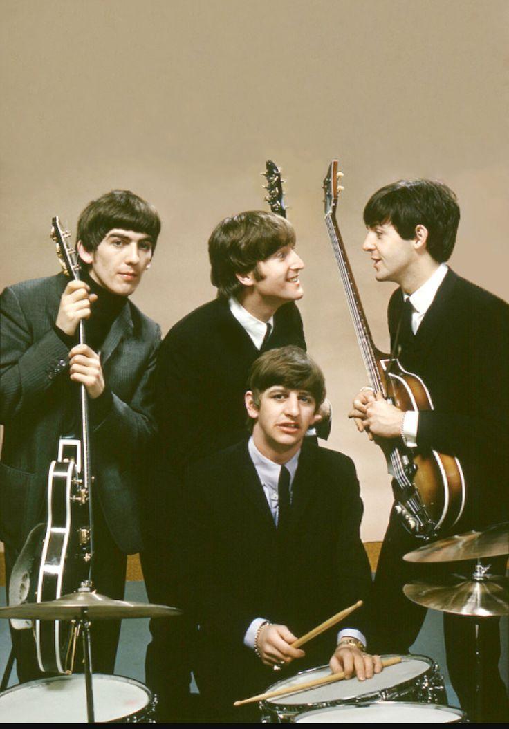 Beatles - atravessar a passadeira do s joao a dizer todos os caminhos vao dar ao sa da bandeira??