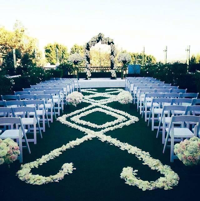 Create a spectacular aisle design with rose petals