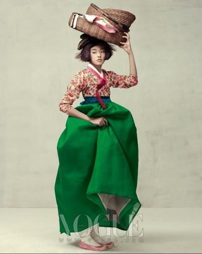 photo de mode : Hanbok, costume coréen, Vogue Korea