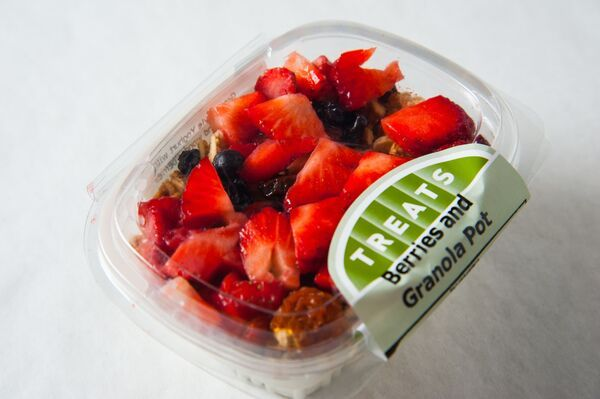 Can't decide what to have for breakfast? Our Berries & Granola pot will do the trick! #Healthy & Filling http://bit.ly/1FYSacM