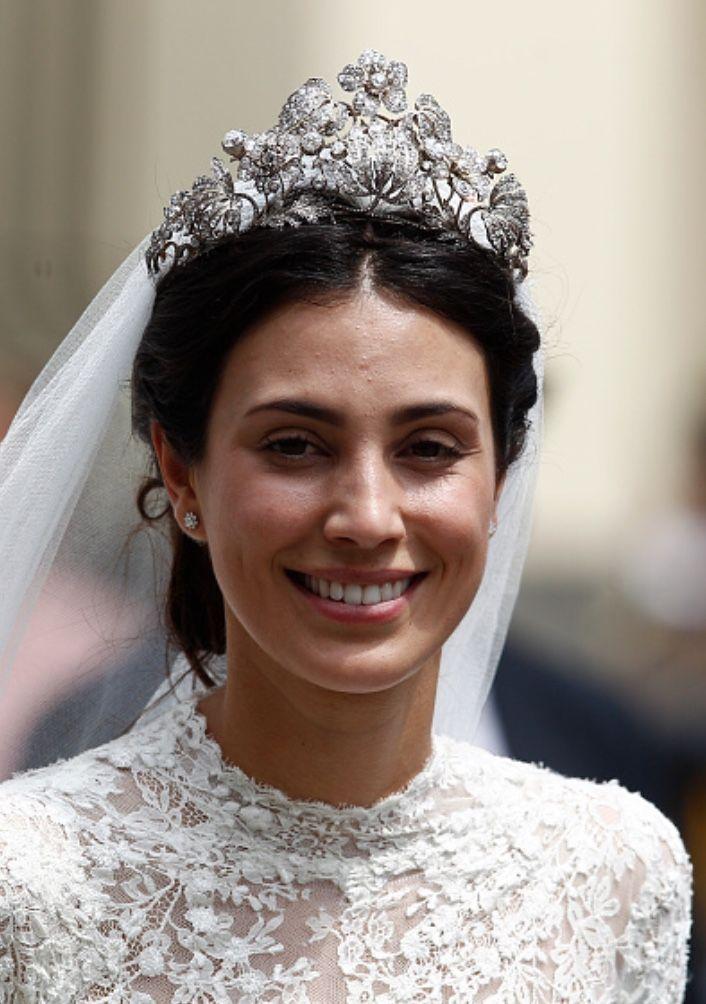 entrega rápida el más nuevo belleza Alessandra de Osma wearing the Hanoverian tiara on her ...