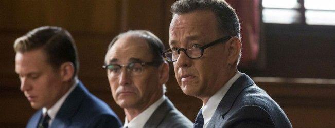 Nouvelle bande-annonce pour le prochain film de Steven Spielberg avec Tom Hanks #LePontDesEspions