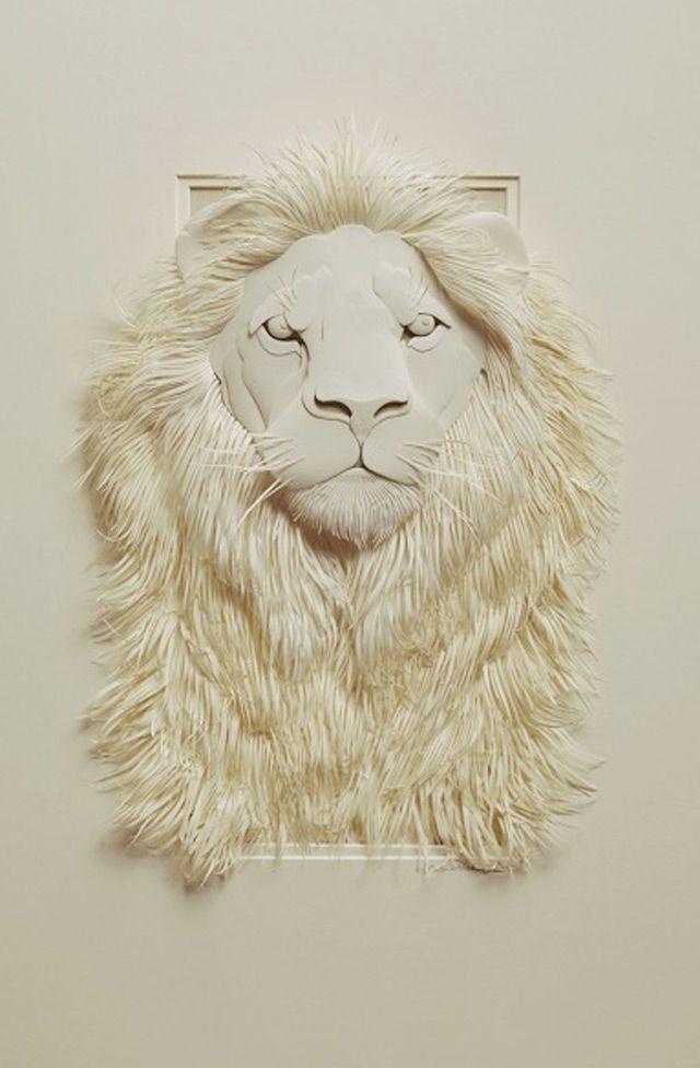Incredibile e dettagliato leone di carta.