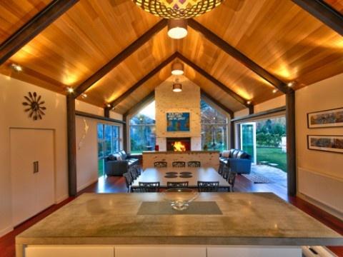 Luxury Queenstown Holiday Home, Gucci House | #AmazingAccom #holidayhomes