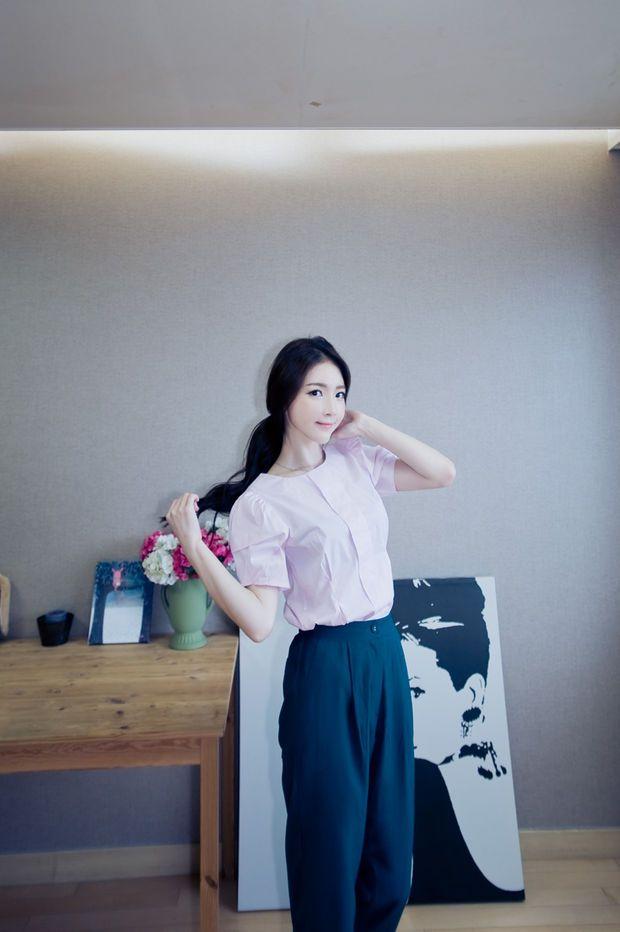 pleat chest blouse