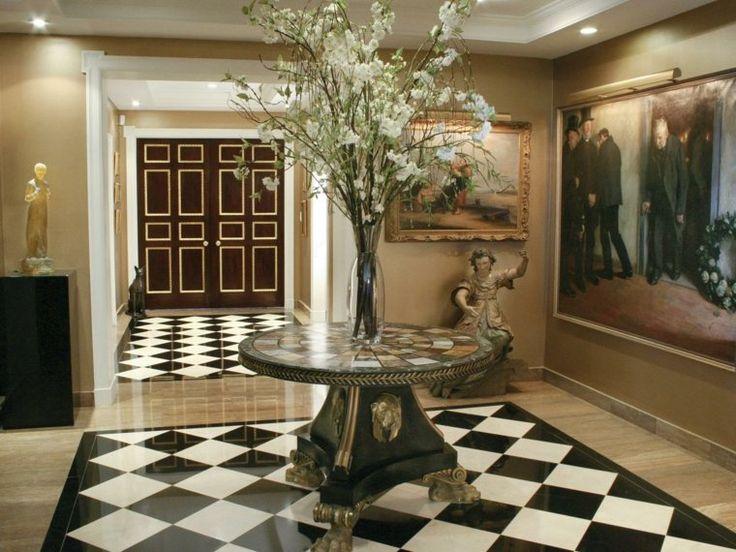 Association carrelage noir blanc parquet et table en marbre