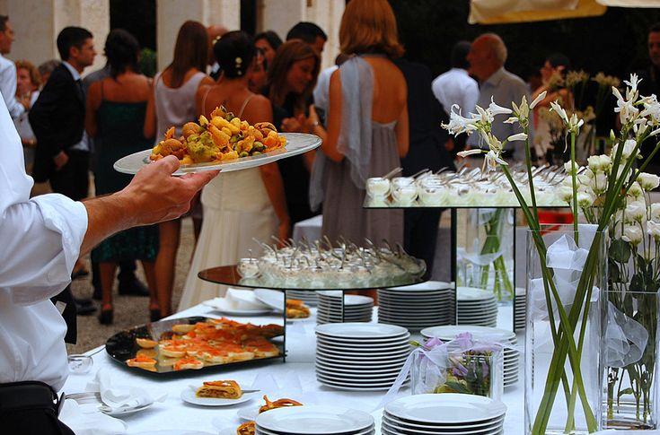 Ecco 3 consigli per organizzare un #buffet di #nozze economico senza però rinunciare a stile ed eleganza. #wedding #matrimonio