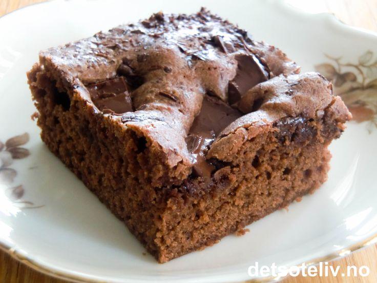 Lyse brownies med Oboy og sjokoladebiter
