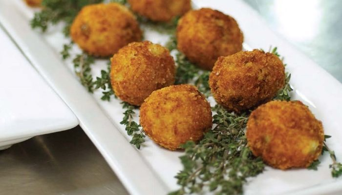 Recipe for Pea and Crab Arancini from Taste Canada finalist J.K.: The Jamie Kennedy Cookbook on Gusto TV.