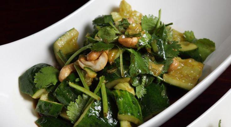 Салат из битых огурцов с кинзой и кешью