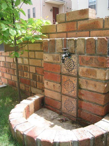 レンガとタイルのオリジナル立水栓 写真