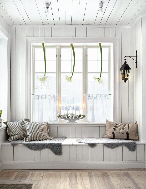 wood paneling adds a rustic feel, amaryllis are commonly used at Christmas time - Home in Nyköping
