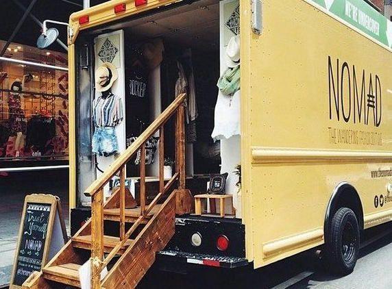 Que el camión lleve ropa de invierno en descuento, la gente se la pruebe y dsp compre on line