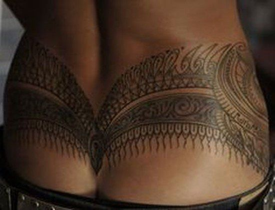 The attraction value of hip tattoos is what is making these tattoos increasingly popular among young girls and women, who want to flaunt a sexy and seductive look by bearing a tattoo at this location. - Part 9