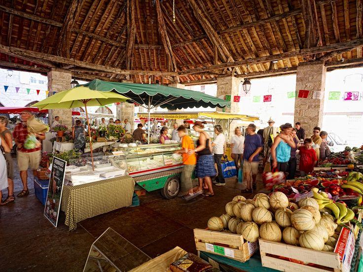 Martel, Lot - Par CRT Midi-Pyrénées / D.Viet #TourismeMidiPy #MidiPyrenees #France #marché #market #food #fruit #Lot #Martel #espritlot