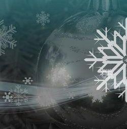 Kerstkaart klassiek: Moderne kerstkaart met kerstballen. Klassieke kerstkaarten online maken en versturen. Kies een mooie klassieke kerstkaart, schrijf de tekst, en met een druk op de knop, worden alle kerstkaarten voor u gedrukt en via PostNL verstuurd! http://www.kerstkaartensturen.nl/kerstkaarten/kerst-klassiek/