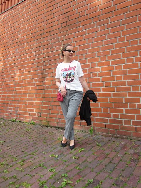 Fashion translated: Outfit: Feeling it graphic printed statement t-shirt