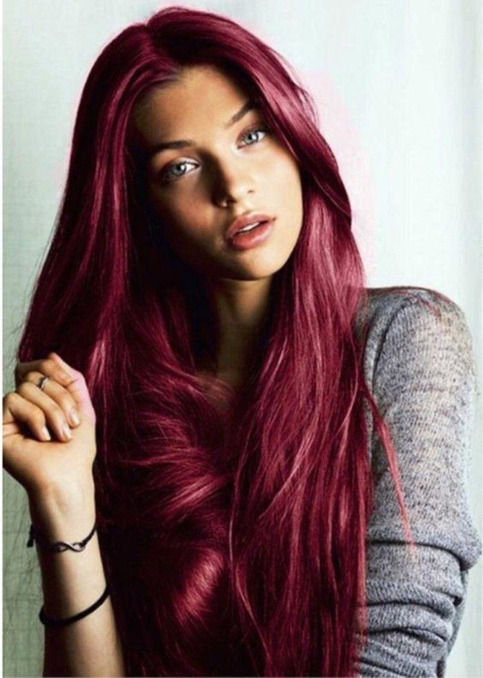 de jolis cheveux rouge cerise, une couleur fraîche pour souligner les yeux clairs