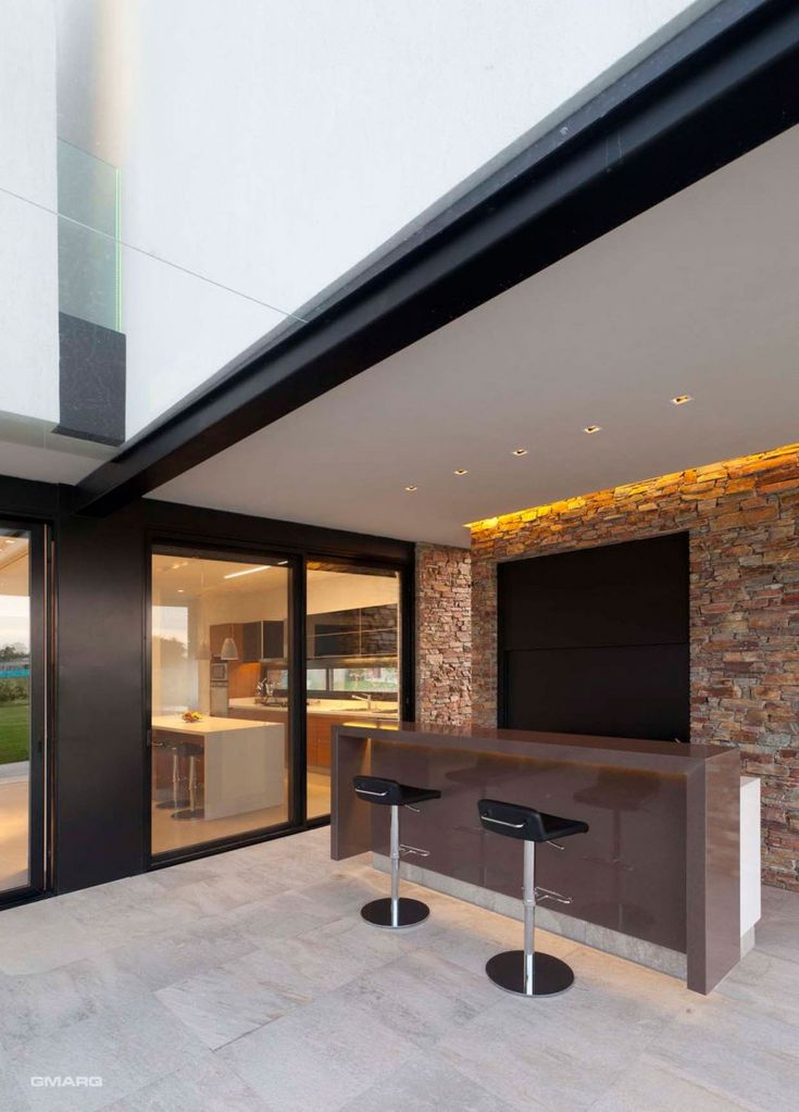 Esta moderna residencia es un proyecto creado en 2011 ubicada en Buenos Aires, Argentina. El Estudio GMARQ , ha trabajado en estrecha colab...