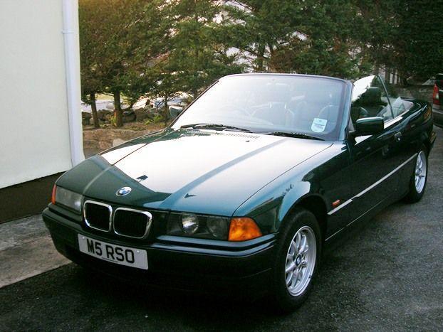 BMW - 318i Cabriolet - 1996  APK tot mei 2017 - Geregistreerd in het Verenigd Koninkrijk (persoonlijk nummer maakt geen deel uit van de kavel) - 1996-66375 mi - benzine - Boston Green - conditie van motor/mechanische gedeelte/algemeen onderhoud: zeer goed.-conditie van carrosserie/lak: zeer goed. Automatische/handmatige versnelling met Sport-optie. Lichtmetalen velgen - antiblokkeersysteem - auto-dimmende binnenspiegel - zwarte kap - zwarte leren zetels - centrale vergrendeling - elektrische…
