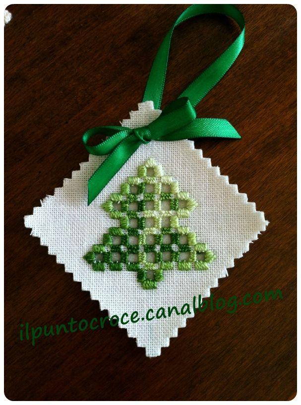 ornamento natale hardanger - piccolo albero                                                                                                                                                                                 Plus