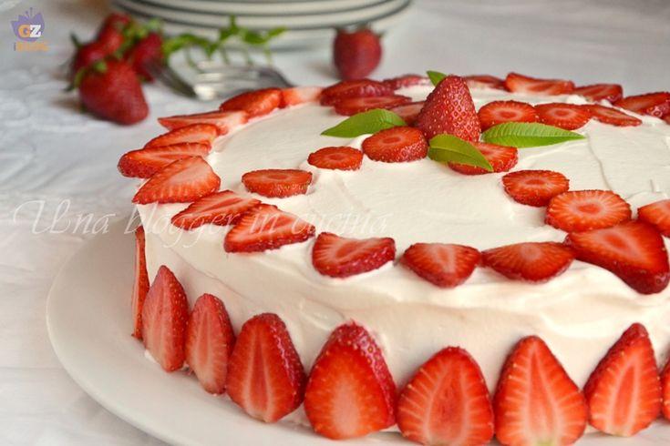 Torta paradiso con mousse allo yogurt e fragole