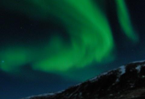Passaggio a Nord Ovest partirà dalla base operativa di Tromsø, al nord della Norvegia, toccando l'Islanda, risalendo la costa occidentale della Groenlandia, inoltrandosi poi nel labirinto dell'arcipelago del Nunavut, a nord del Canada, proseguendo lungo la bassa costa dell'Alaska per poi scendere oltre lo stretto di Bering fino alle isole Aleutine, nel Pacifico.  Segui la spedizione nella sezione WebChannel - Passaggio a Nord-Ovest di PrimoItalia.  Quando vuoi tu, dove vuoi tu.