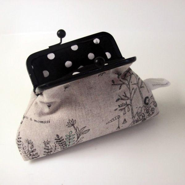 black medium purse