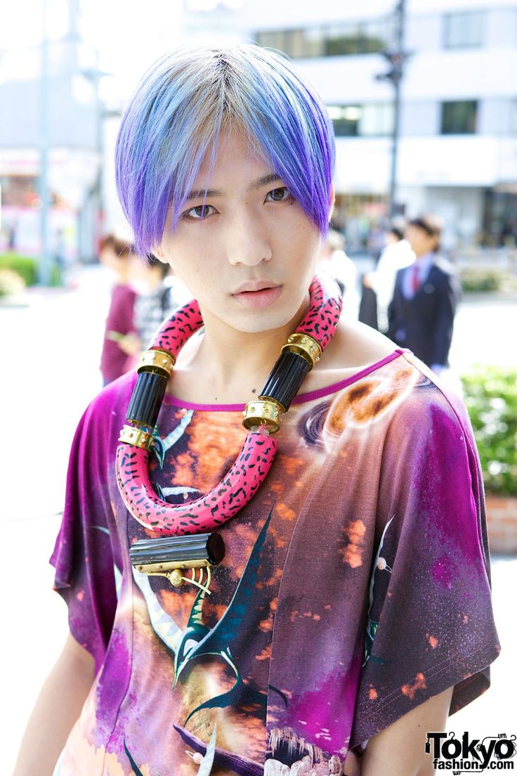 This stylish guy with purple hair is a fashion assistant named Shunsuke. He's wearing a graphic top from Manish Arora, shorts from Toga and short platform boots.: Street Fashion, Bright Hair Color, Purple Hair, Fashion Assistant, Japan Digital, Platform Boots, Tokyo Fashion, Japan Street, Modern Japan
