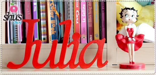 Letras de madera de 15cm de alto, 10mm grosor, tipografía High Tower, en un precioso color rojo!!
