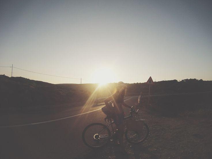 Epifania, abbietta ladra, ti subisserei d';insulti se non fossi presa con le mie pregevoli faccende. Ignobile e squalificata festa del nulla.  #Epifania #gennaio #Sardegna #Stintino #mare #tramonto #sunset #luce #bici #bike #Sardinia #Sassari #vacanza